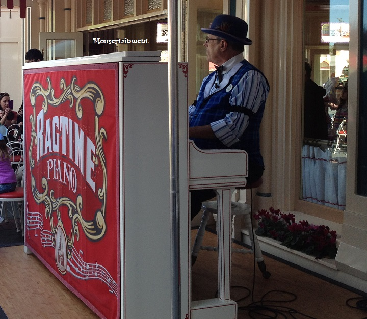 Ragtime Robert at the piano.