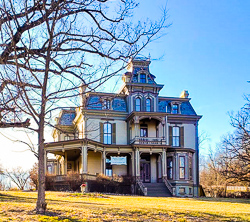 A $55,000 Bed, Mark Twain, Jiminy Cricket, Jesse James, Root Beer and Spelunking- It's A Weekend Getaway Adventure to Hannibal,Missouri